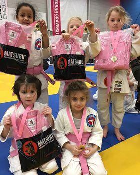 bd0610cdb24 Roze meidenfeest Deborah Gravenstijn Classic - JudoGoes Nieuws ...